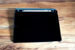 Apple_iPad_10.5_3._Generation_mieten_Ansicht_mit_Schutzhülle_Apple_Pencil