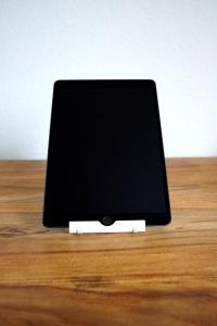 Apple_iPad_10.5_3._Generation_mieten_Ansicht_mit_Tablet_Ständer